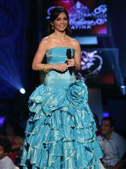 Silvia Tcherassi diseñó este vestido azul de vuelos, ental...