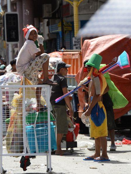 Los sobrevivientes del tifón Haiyan piden ayuda a gritos.   (Getty images)