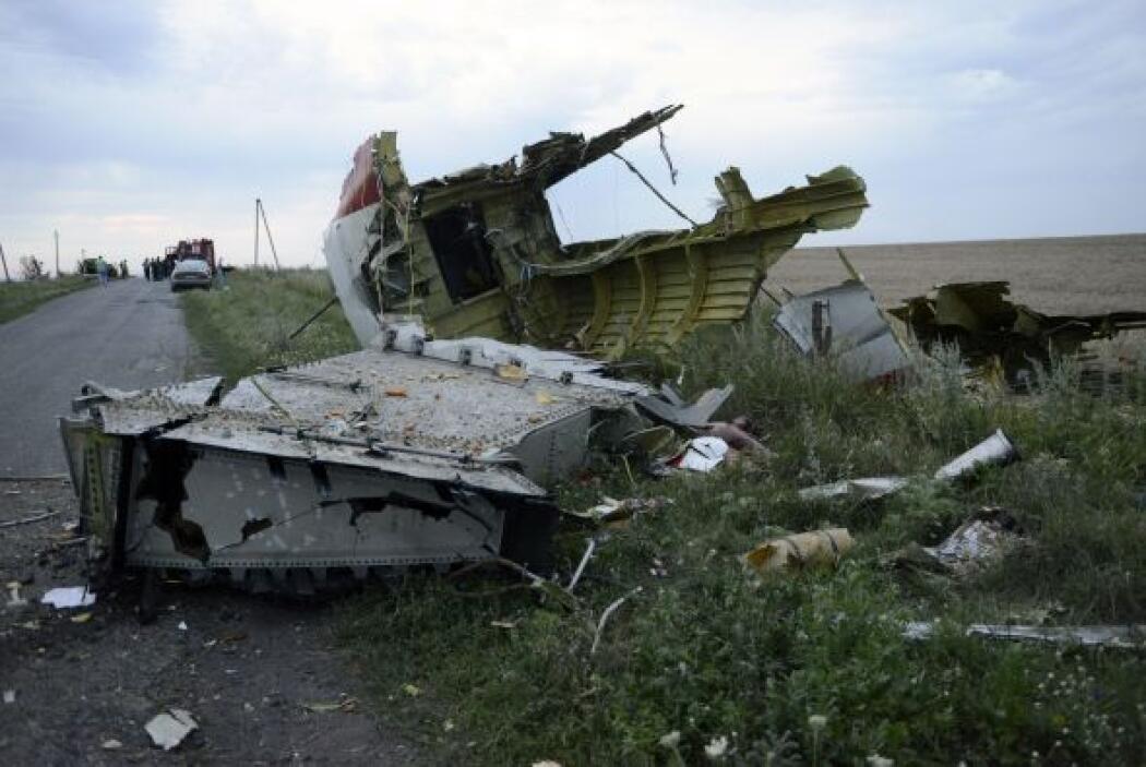 Los restos de la aeronave estaban dispersos alrededor de un área de unos...