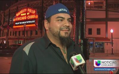 Fans y la policía de Chicago se preparan para el sexto juego entre Cubs...
