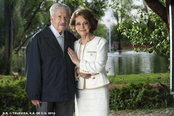 "Silvia Mariscal e Ignacio López Tarso interpretan a ""Elena"" y ""Juan Carl..."
