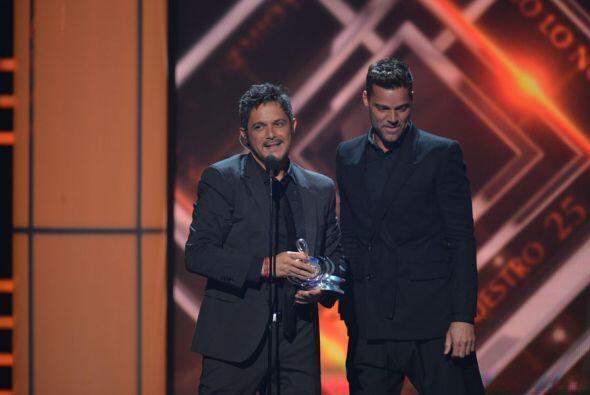 Este premio lo recibió de manos de otra gran estrella: Ricky Martin.
