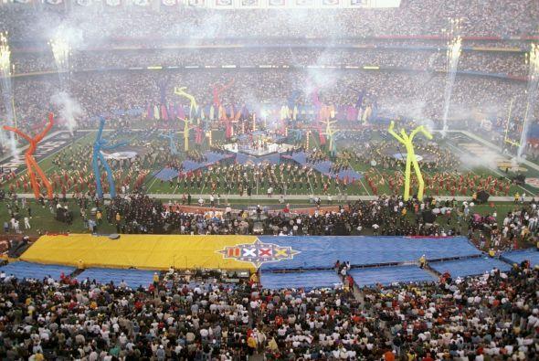 Música y color inundaron el medio tiempo del Super Bowl XXXII en el esta...