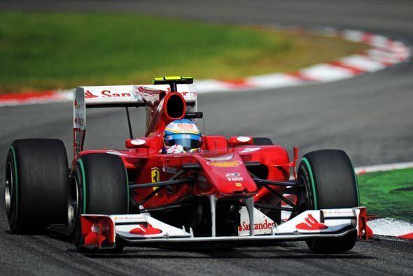 Alonso pasó a Button después de su parada a 'pits' para cambiar neumátic...