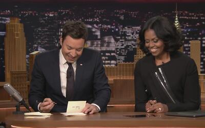 La graciosa manera en la que le proponen a Michelle Obama que sea candid...