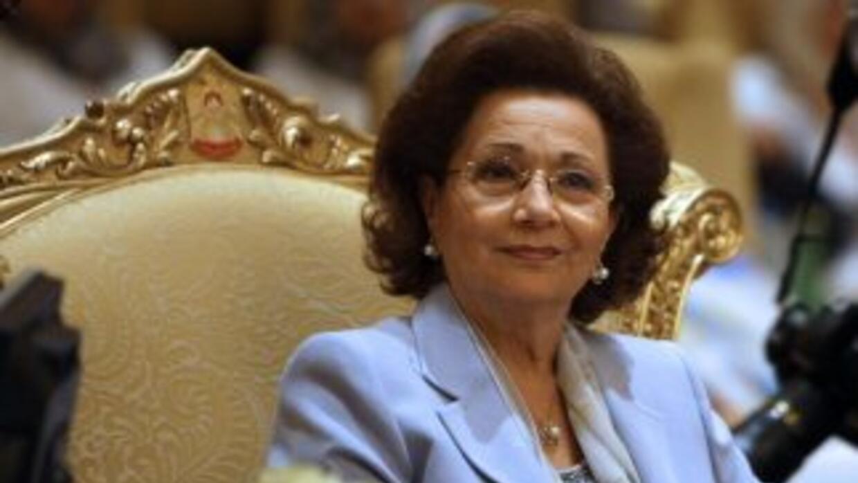 Suzanne Mubarak, de 70 años, entregó al estado su dinero y su propiedad,...