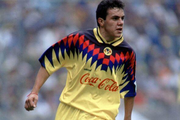Cuauhtémoc Blanco inició su carrera con el América a nivel profesional a...