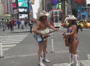 ¡Desnudos y enamorados! Así es la pareja de vaqueros de Nueva York