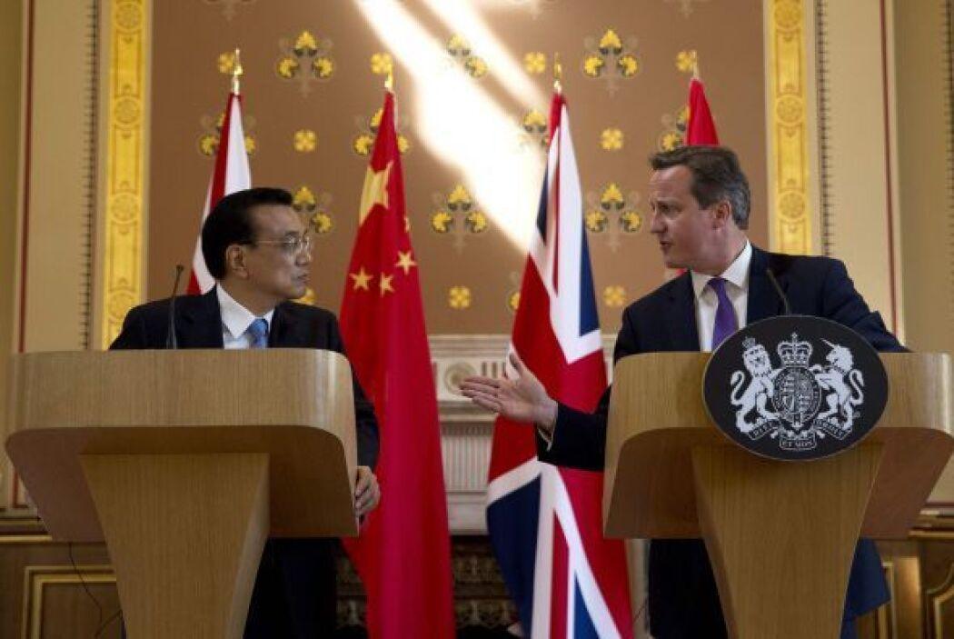 El primer ministro británico, David Cameron, y el primer ministro chino,...