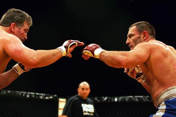 Nació en Londres, fue boxeador profesional y experto en artes marciales....
