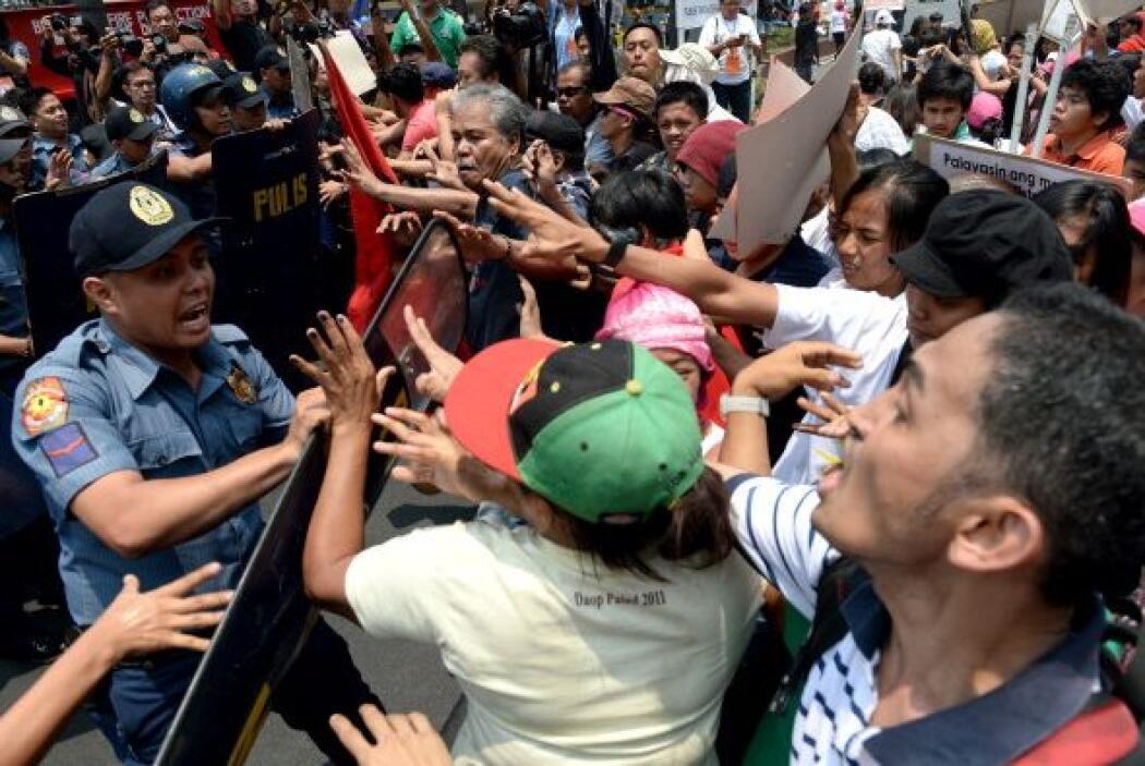 Los manifestantes, en su mayoría estudiantes, repudian la visita del pre...