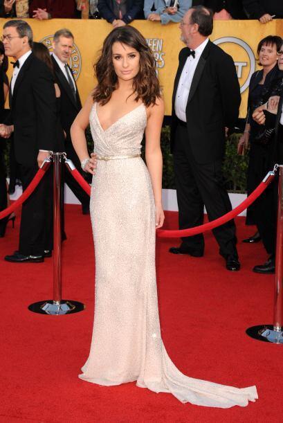 Enfundada en un  Oscar de la Renta, Lea Michele demostró que las jóvenes...