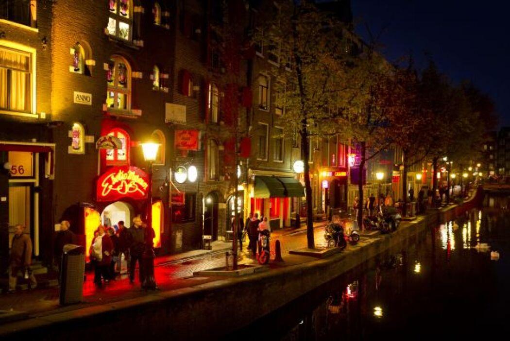 Situado en el turístico barrio de la capital holandesa, donde trabajan 9...
