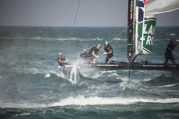 Este deporte náutico consiste en controlar la dinámica de un barco propu...