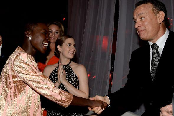 Lupita conociendo a Tom Hanks.