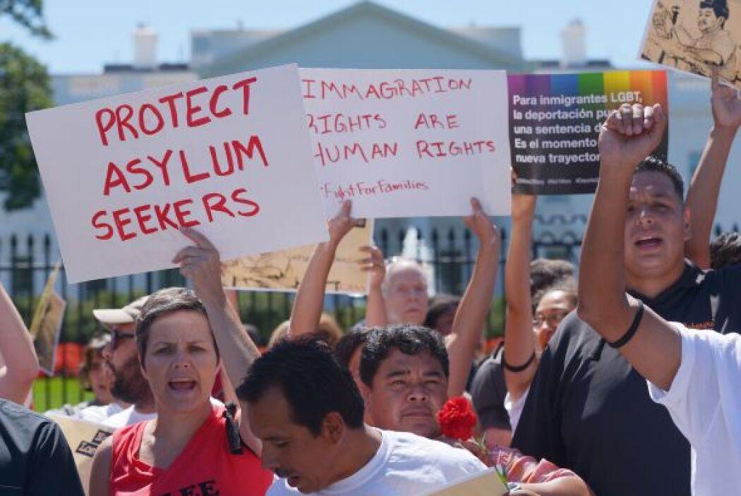La protesta también pidió protección para los niños migrantes detenidos...