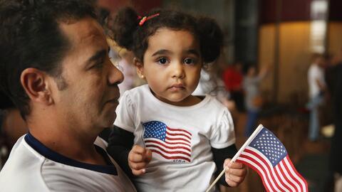 Los inmigrasntes hijos biológicos y adoptivos menores de 18 años soltero...