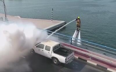 Jetpacks, la nueva herramienta de los bomberos de Dubai para apagar ince...