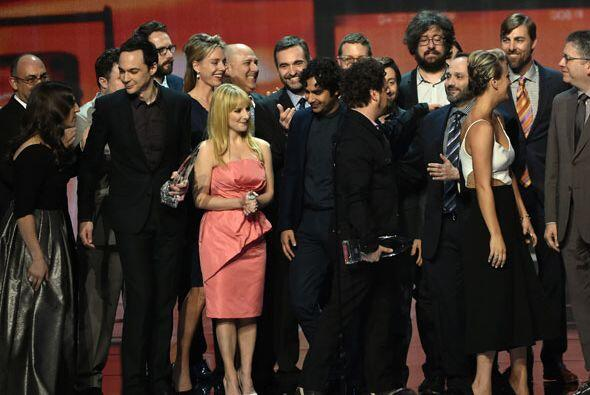 Todos quedaron muy emocionados sobre el escenario.