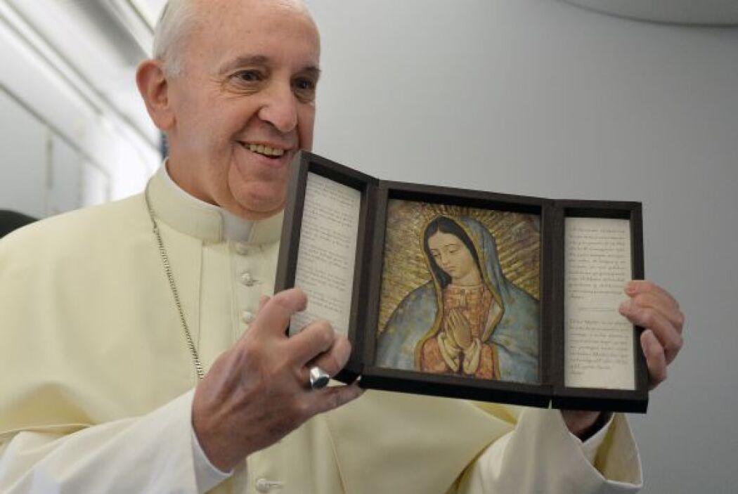 """El día de la Vírgen de Guadalupe, Francisco dijo  que el """"abrazo de Marí..."""