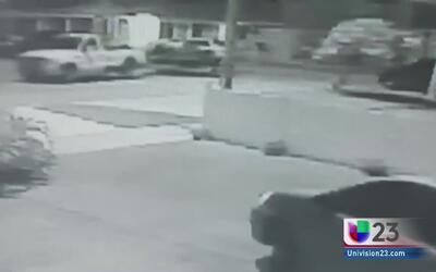 Cámara de vigilancia capta robo de 'Jet Ski' en Hialeah