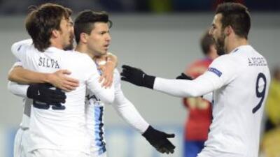 El 'Kun' hizo dos goles en la primera parte y y encarriló el triunfo de...