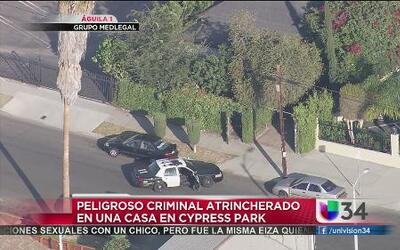 Peligroso criminal atrincherado en Cypress Park