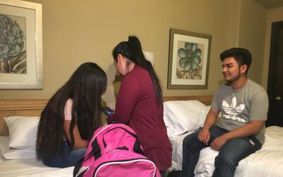 Reencuentro de Guadalupe García con sus hijos en Nogales, Sonora.