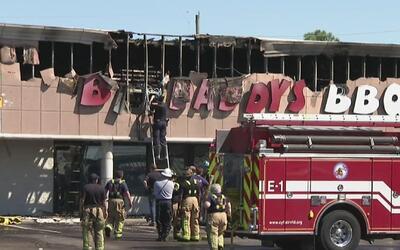 Restaurante de carnes se prendió en llamas y generó emergencia en el con...