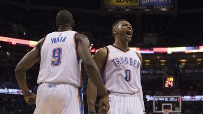 Durant coló un triple con medio segundo por jugar para coronar una noche...