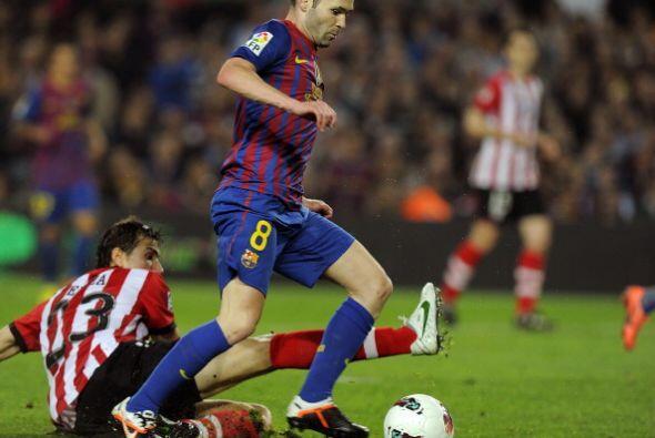 Pero antes del cierre de la primera mitad, Andrés Iniesta abri&oa...