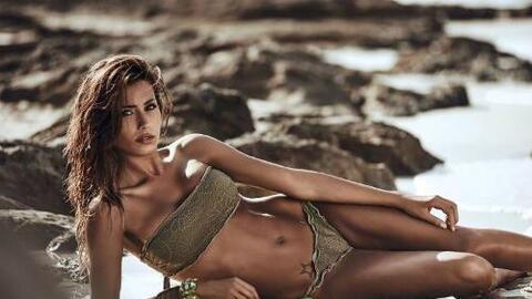 La bella modelo es considerada una de las mujeres más sexy de Italia, qu...