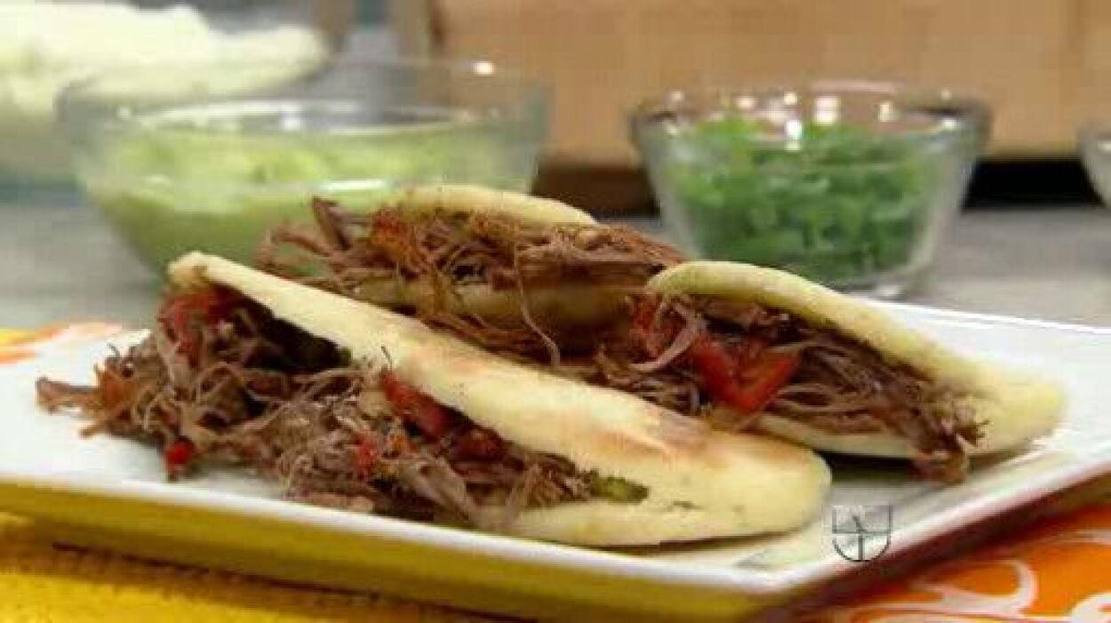 Sándwich de arepa con carne: esta receta mezcla exquisitamente los sabor...