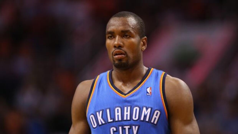 Serge Ibaka, de los Thunder de Oklahoma, se recupera de una lesión y pod...