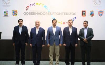 Integrantes de la alianza de gobernadores fronterizos.