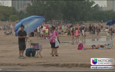 Los habitantes de Chicago luchan contra el calor