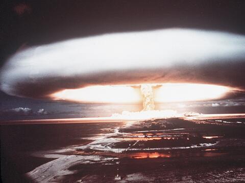 Imagen de un ensayo nuclear hecho por Francia en 1971, en Mururoa atoll.
