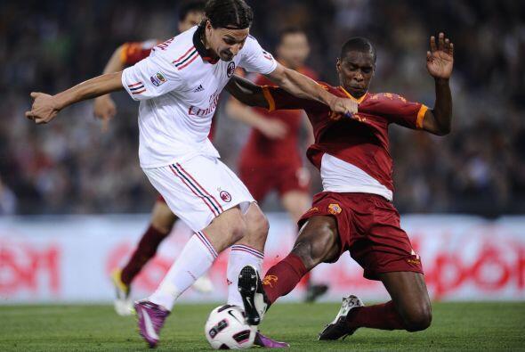 El delantero Ibrahoimovic buscó su gol durante todo el partido.
