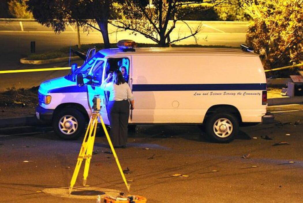 La policía tomó nota de cada detalle del accidente. Más videos de Chisme...