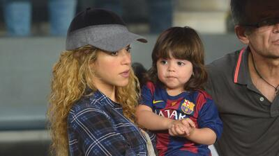 Shakira enseña a leer a su pequeño Milan