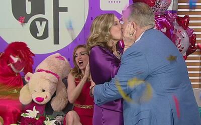 ¿Ya vieron el tremendo beso que Raúl de Molina le dio a su esposa en ple...