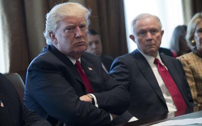 Tras el fiasco de su frustrada reforma de salud, Trump considera que los...