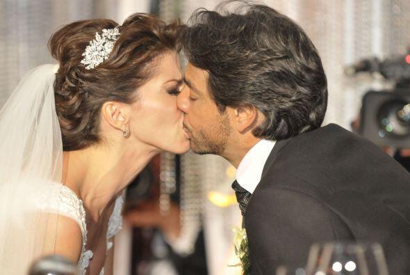 La pareja vivió momento muy emotivos en la ceremonia. El novio in...