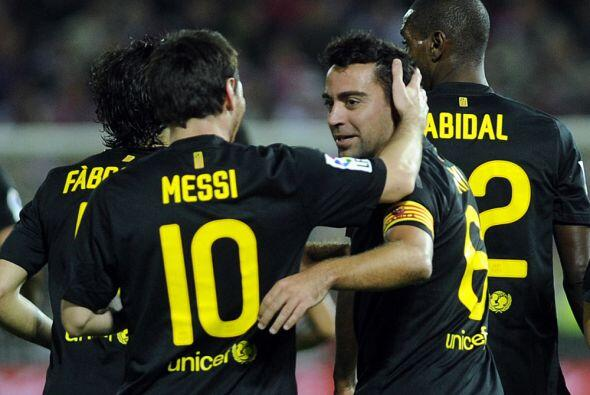 Messi felicita a su compañero.