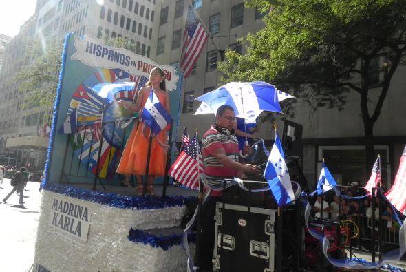 Familias hispanas desfilan por la 5ta Avenida 70fa4b71ecf149d4ae6572d42c...