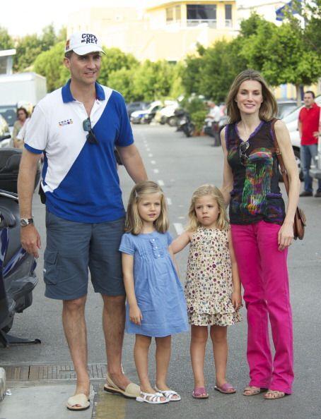 El príncipe Felipe y su familia disfrutaron de la segunda jornada de com...