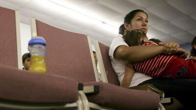 Una madre indocumentada en un centro de detención de la Patrulla...