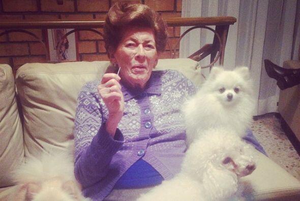 La mamá de Montserrat compartía su amor por los animales, aquí la vemos...
