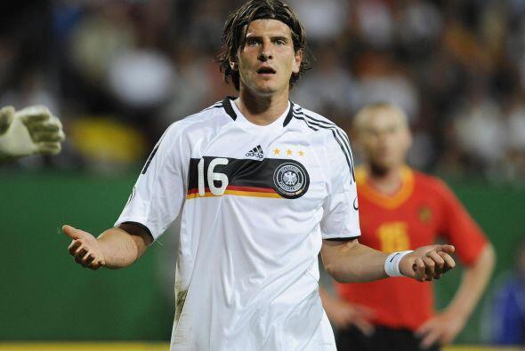 Mario Gómez, delantero de Alemania en 2006, no canta el himno nac...