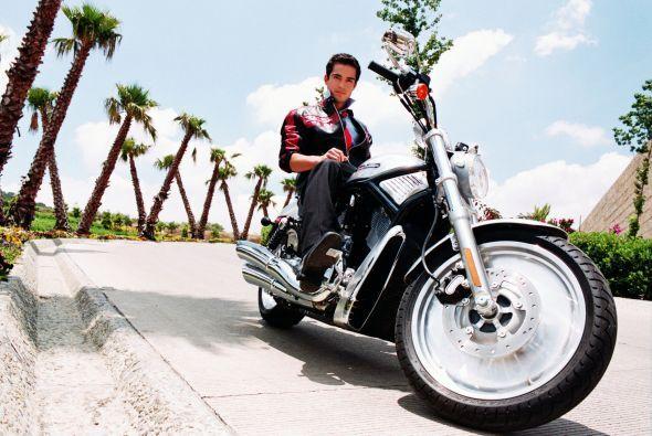 El ex integrante de la banda RBD, Alfonso Herrera, ha demostrado que le...